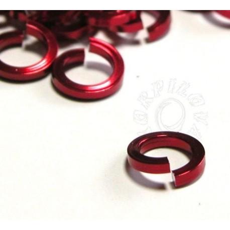50 ks 8,2/1,6 červená kroužky z hranatého drátu